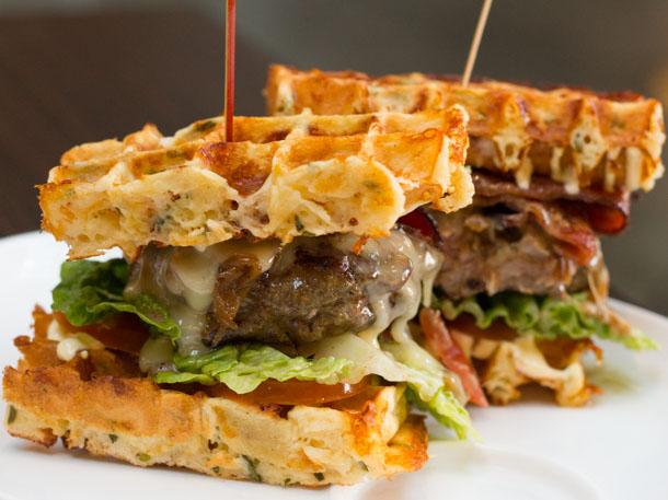 05082013-251438-dbar-burger-1