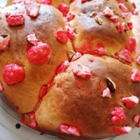 Brioche (aux pralines roses)
