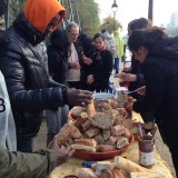 Citoyens et solidaires : les habitants du 19e servent le petit-déj' aux migrants