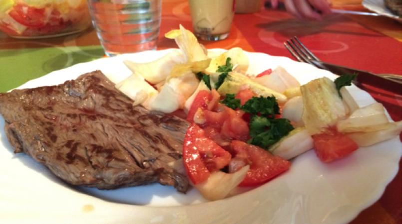Bavette et salade d'endive/ tomate façon nounou
