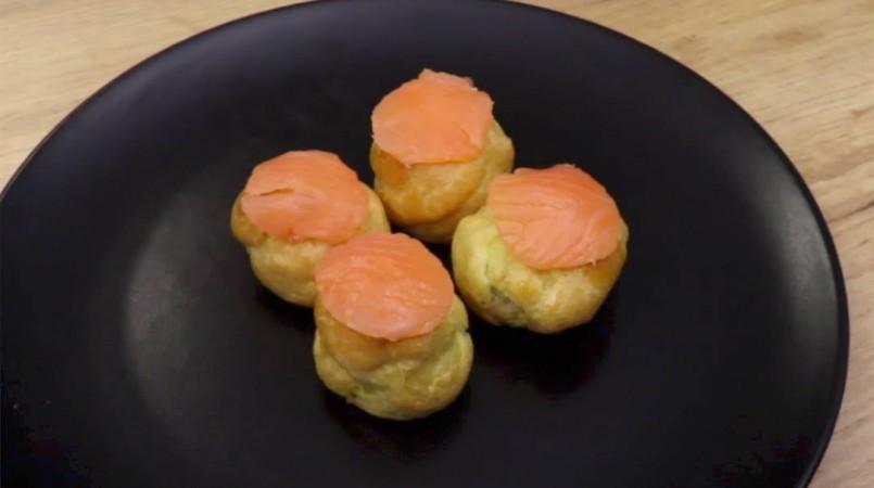Mini choux au saumon fumé et fromage frais
