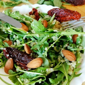 Salade de quinoa et tomates séchées