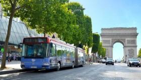 Grâce au Bus Burger, tu peux désormais visiter Paris en te goinfrant de burgers