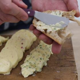 Plateau d'huîtres et ses beurres aromatisés