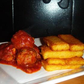Polpette à la sicilienne sauce tomate et polenta poelée