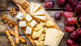 Doit-on manger la croûte du fromage ?