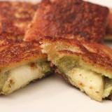Croustis fondants à la mozzarella et au pesto