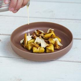 Gnocchis de courge aux girolles, crème de Cantal