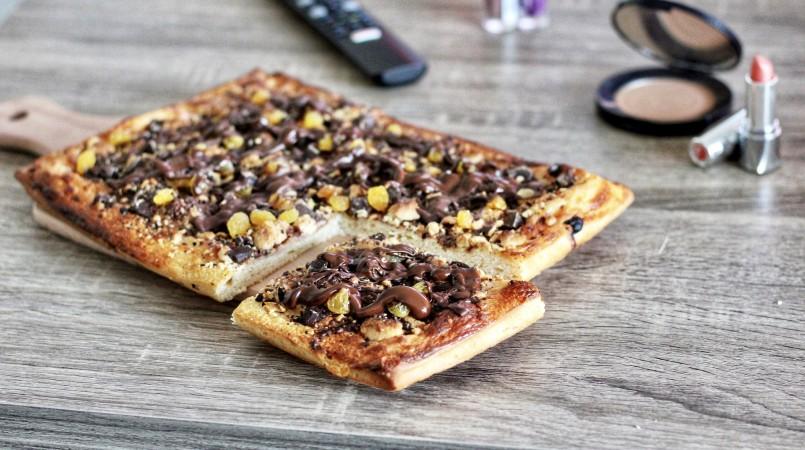 Pizza aux deux chocolats et raisin frais