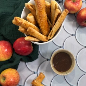 Apple pie fries & coulis de caramel