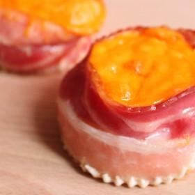 Oeuf façon muffin au lard et au cheddar