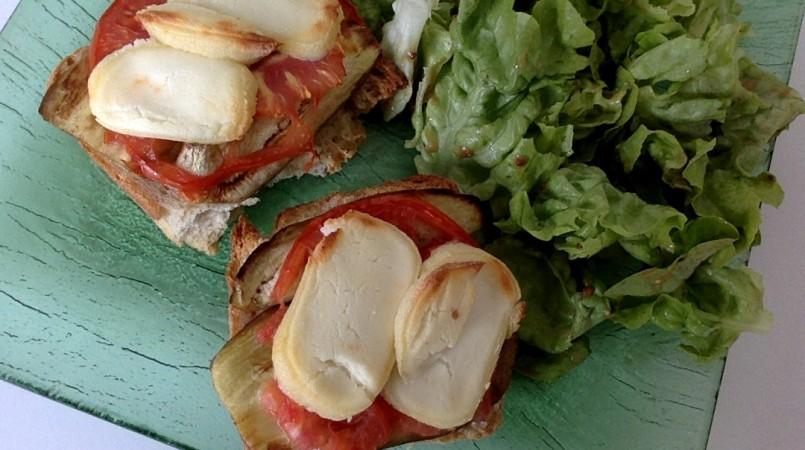 Tartines Aubergine Tomate et Chèvre