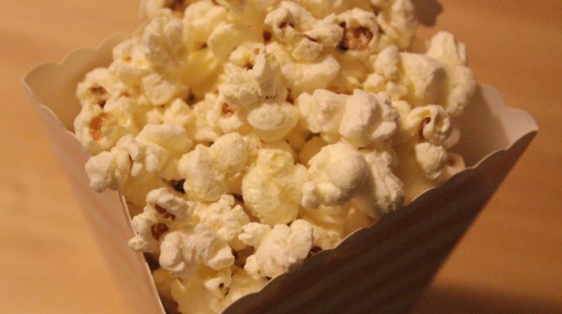 Pop-corn au parmesan et graines de sésame